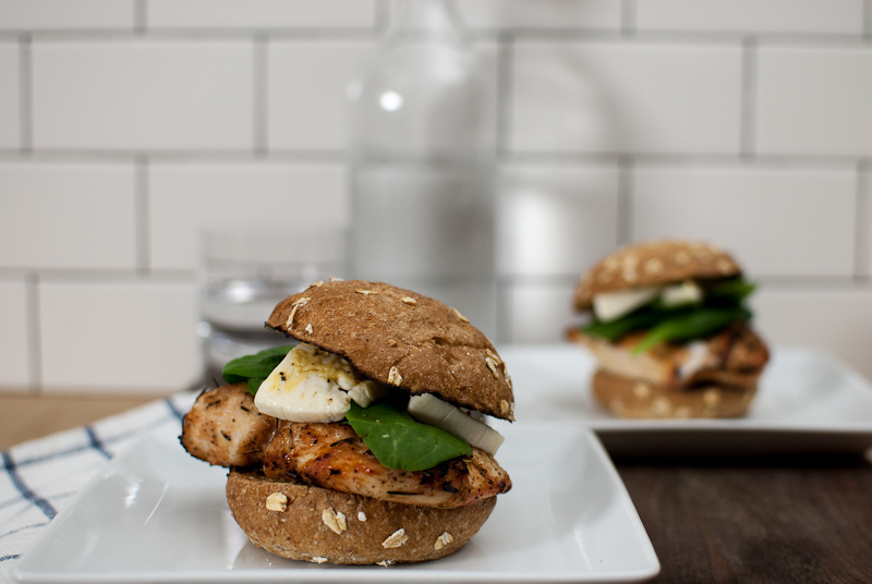 grilled chicken burgers with brie
